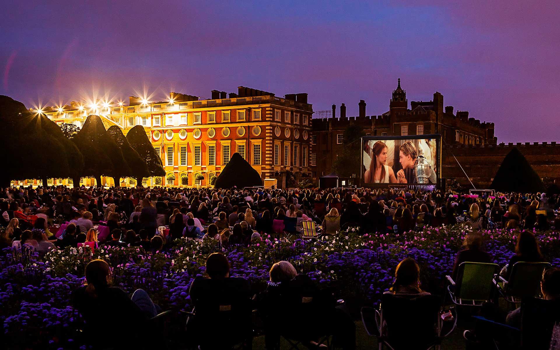 Hampton-Court-Palace-Romeo-&-Juliet-2